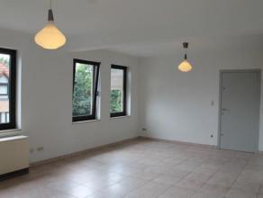 Appartement 2 chambres entièrement rénové comprenant : un grand salon lumineux avec cuisine ouverte entièrement équ