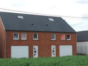 32 Chemin Vert - Maison neuve type basse énergie, 3 façades sur et avec 3 ares 50 centiares comprenant :Au rez de chaussée : Hall