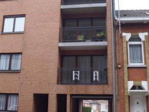 Bel appartement au centre de La Louvière avec ascenseur, 2 balcons,  hall d'entrée, wc séparé, cuisine équip&eacute