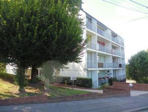 Bel appartement au 4ième étage avec ascenseur comprenant hall d'entrée,living,cuisine équipée, salle de bain,1 cahm