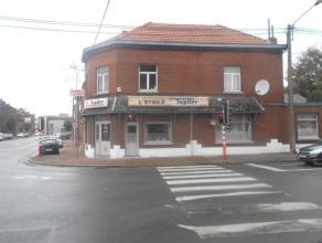 Rez à usage de café, libre de brasserie entièrement équipé, avec réserve et cave. +/- 100 m² + parking