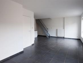 Situé au 2nd étage, bel APPARTEMENT-DUPLEX au coeur de Binche se composant comme suit: Rez: Hall d'entrée, living avec cuisine &e