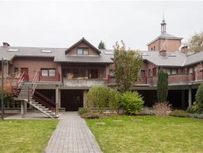 A vendre, dans une superbe propriété, bel appartement 1 chambre, composé comme suit: * Hall d'entrée, wc sépar&eacu