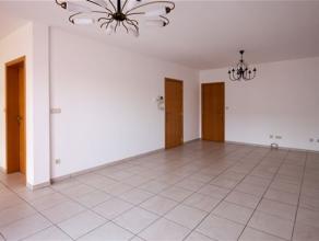 Superbe APPARTEMENT composé comme suit: Hall d'entrée, WC séparé, grand living, cuisine équipée ouverte, bua