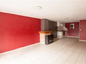 Bel appartement duplex situé au 1er étage et composé comme suit : REZ : Hall d'entrée, séjour avec cuisine é