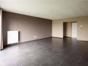 Spacieux appartement composé comme suit : Hall d'entrée, vaste séjour, cuisine super équipée, buanderie, WC s&eacut