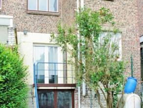 belle maison 3 façades, hall, living, cuisine équipée, buanderie, sdb, 3chambres, garage, caves, chauffage central gaz, TB situat