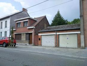 Bonne maison 3 façades comprenant hall d'entrée, living, cuisine, salle de bain, véranda . Etage : Hall de nuit, 3 chambres,cave,