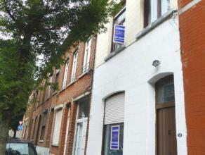 Réf. 206: Maison de rangée entièrement équipée avec 4 chambres et une cour.Cette belle maison d'habitation est situ