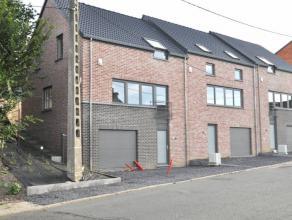 Réf. 210-1: Belle maison neuve 2 façades dans un quartier résidentiel paisible.Composée de:Au rez-de-chaussée: hall