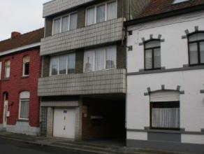 Appartement une chambre et comprenant un living, une cuisine, une buanderie, une salle de bains avec douche, un garage et une remise.