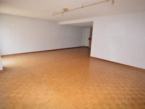 Situé dans une artère agréable de la ville, cet immeuble se compose de 5 appartements et 8 garages. Dont 1 appartement 1 chambre