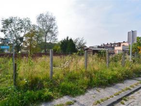 Idéal pour construire une maison 3 façades à l'entrée du Bois Fichaux. Terrain exposé sud de 683 m2 (11 m x 50 m).