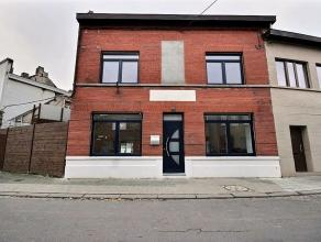 Magnifique rénovation pour cette habitation avec garage située dans un cadre calme et agréable à proximité de toute
