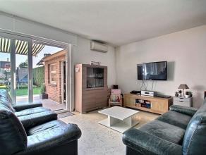 Maison d'habitation avec 4 chambres, jardin et garage. Rez-de-chaussée: Hall d'entrée, WC avec lave-mains, escalier apparent, séj