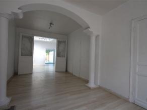 Agréable maison près de la gare Herseaux et de toutes les commodités. Rez-de-chaussée : hall d'entrée, spacieux et
