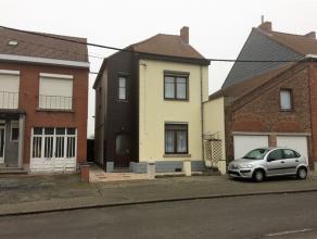 CHIEVRES - A proximité du centre et proche des commodités,  maison 2 chambres avec jardin, grenier aménageable.    Réf. 11
