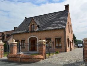 DEUX-ACREN - dans une rue calme et proche des commodités, villa de standing (1997) construite avec des matériaux de grande qualit&eacute