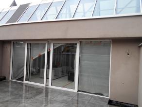 Nieuwbouwloft van 140m2 met zuidgericht terras en mogelijkheid huren dubbele garagebox in de residentie.<br /> 3 slk, 2 badkamers, ruimte voor bureel,