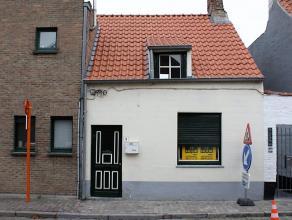 Gezellig huisje nabij de Brugse vesten en de Dampoort.<br /> Op het glv: inkom, leefruimte en keuken - badkamer - terras<br /> Op het 1eV: ruime slaap