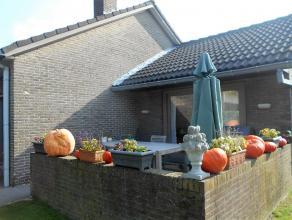 Verzorgde en instapklare bungalow gelegen in rustige en kindvriendelijke buurt te Male.<br /> Inkomhal, living met eet- en zithoek, geïnstalleerd