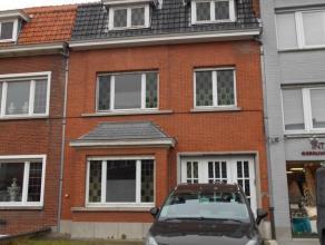 Ruime woning met tuin gelegen aan St. Andries Platse<br /> GLV: inkom, toilet, living, keuken, badkamer, terras, buitenberging, tuin<br />          ga