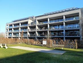 Prachtig en ruim appartement (96m2) met groot terras.<br /> Riante inkomhal, apart toilet, grote living, ingerichte keuken, berging met aansluiting wa