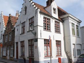 Charmant typisch Brugs huisje nabij de Dyver. Living met gaskachel, kelder, Op de eerste verdieping eethoek en open keuken.<br /> Op het tweede verdie