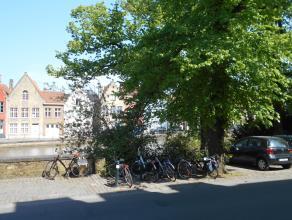 Zeer ruim (125m2) gerenoveerd appartement met zicht op de Langerei.<br /> Inkomhal (ruim genoeg voor plaatsen van fietsen), berging met aansluiting wa