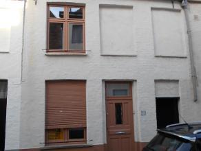 Gezellig en kleine stadswoning met alle modern comfort (volledig gerenoveerd in 2010).  Het huisje heeft volgende indeling:<br /> Glv: living, keuken,