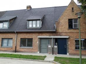 Volledig gerenoveerde woning gelegen in een kindvriendelijke en rustige buurt op 200 meter van Damse Vaart. <br /> Inkom, living met eet-en zithoek, g