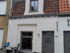 Leuk huisje met 2 slaapkamers en ruim terras<br /> Glv: living - keuken - badkamer met douche- ruim terras<br /> 1eV: hall - 2 slaapkamers<br /> de wo