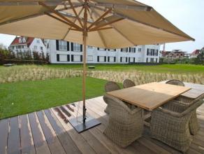 Zeer luxueus ingerichte duplex op het gelijkvloers met tuin en 2 zuidgerichte terrassen (waarvan 1 overdekt). Tuinmeubilair en ligstoelen aanwezig.Gel