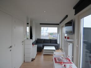Deze gemeubelde studio (2 pp) en situeert zich in het centrum van Zeebrugge. De studio situeert zich in het dak van het gebouw en geniet van een schit