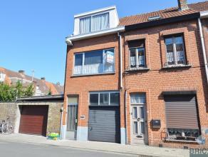 Deze woning is gelegen aan de stadsrand nabij de Kruispoort.<br /> zij bestaat uit een gang, kleine kelder, ruime leefruimte met recent vernieuwde ope