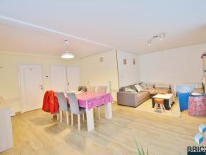Gelijkvloers appartement dichtbij het centrum van Brugge en openbaar vervoer. Het appartement omvat een ruime woonkamer van 95m², keuken, badkame