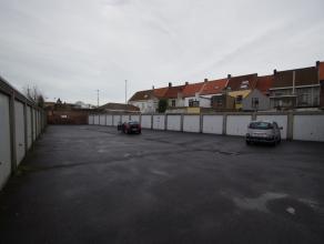 Ruime centraal gelegen garagebox in het centrum van Sint Kruis. Huurprijs: 69 euro.<br /> info: 050 81 67 67.