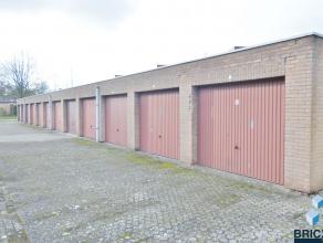 Afgesloten garagebox te huur in de woonwijk T'steentje. Het complex is veilig en goed ontsloten.