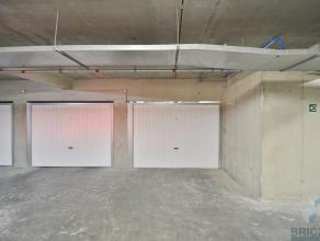 Deze bijzonder ruime garagebox is gelegen nabij de Yachthaven.<br /> In deze box is er plaats voor wagen + aanhangwagen.<br /> <br /> Elektriciteit +