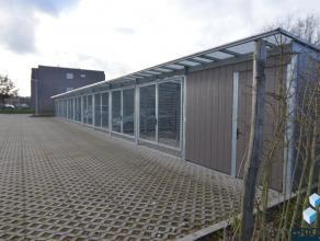 In het nieuwbouwcomplex Molenwiekstraat-Oost zijn carports (beveiligd met omheining & beugel) beschikbaar, de plaatsen bieden voldoende manoeuvree