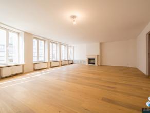 UNIEK APPARTEMENT van 205 m2 met DRIE ZUID GERICHTE TERRASSEN!  Omvattende inkom met vestiaire, gastentoilet, ruime woonkamer met overvloed van lichti