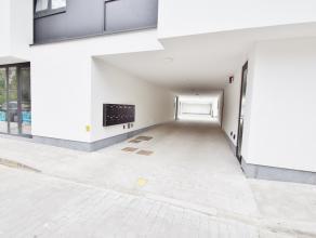 Garages met elektrische poort in het centrum van Sint-Andries. Onmiddellijk vrij en info en bezoek 0494500431