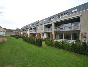 Ruim (87 m²) en uniek gelijkvloers appartement met tuin op korte afstand van het centrum en de ring van Brugge. Het appartement omvat een ruime w