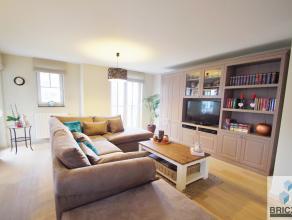 Dit luxueus en ruim appartement in residentie Barcadère omvat ruime woonkamer, ingerichte open keuken, berging,2 terrassen, gastentoilet, inkom