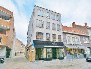 Knus appartement in het centrum van Gistel met groot terras. Het appartement omvat een ruime leefruimte, aansluitend een open keuken met eetruimte, ba