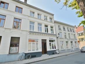 Recent en gezellig appartement in het centrum van Brugge. Omvattende   woonkamer, open keuken, slaapkamer, badkamer en gemeenschappelijke fietsenbergi