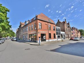 Handelsgelijkvloers  aan de Komvest te Brugge. Commerciële ruimte die op heden actueel ingericht met voorplaats dubbele bureel,badkamer met douch