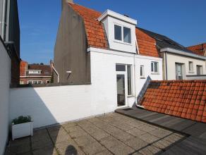Ideaal gelegen duplexappartement  te St-Michiels Brugge. Indeling: inkom met gastentoilet, woonkamer, keuken, 2 slaapkamers, badkamer, zeer ruim terra