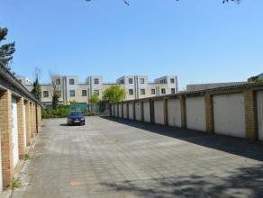 Ruime centraal gelegen garagebox in het centrum van Sint Kruis. Huurprijs: 59€.  <br /> info: 050 81 67 67.