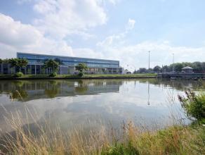 """Nieuwbouw kantoor (189m²), uitbreidbaar met verdere units in het sublieme Business Center """"Katelijnepoort"""". <br /> <br /> Het project straalt u"""